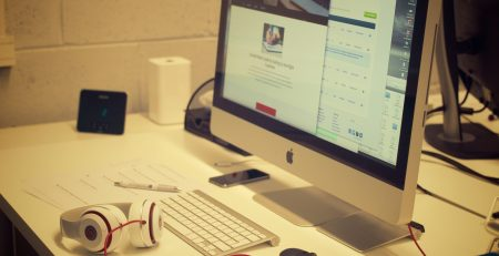 creative-apple-desk-office (1)